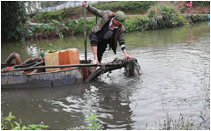 中山路办事处植物园清淤作业图-重庆化粪池处理